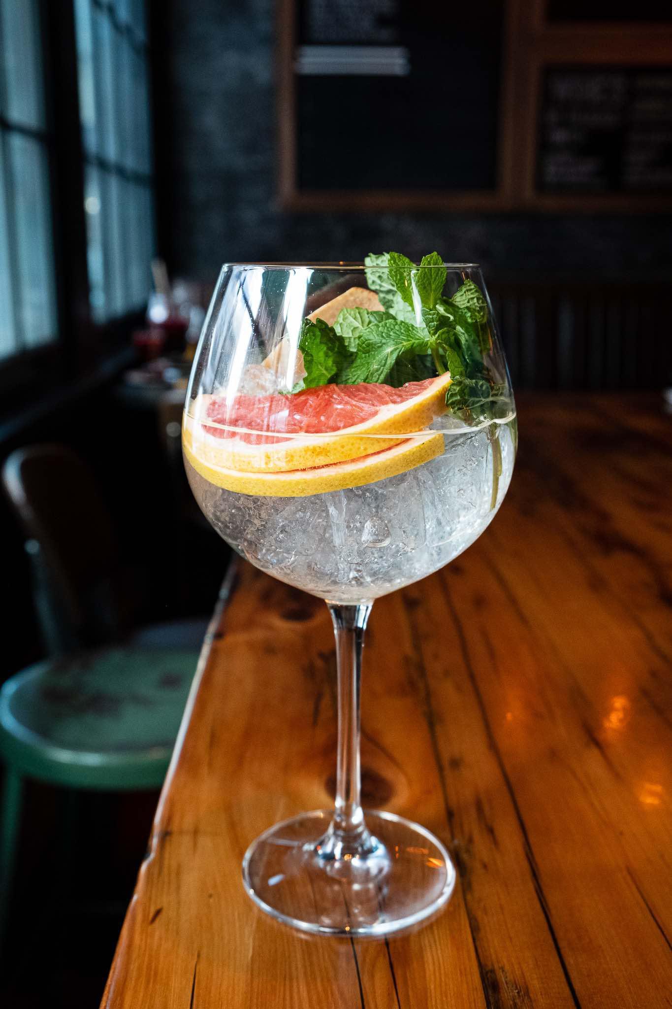 gin•tonic