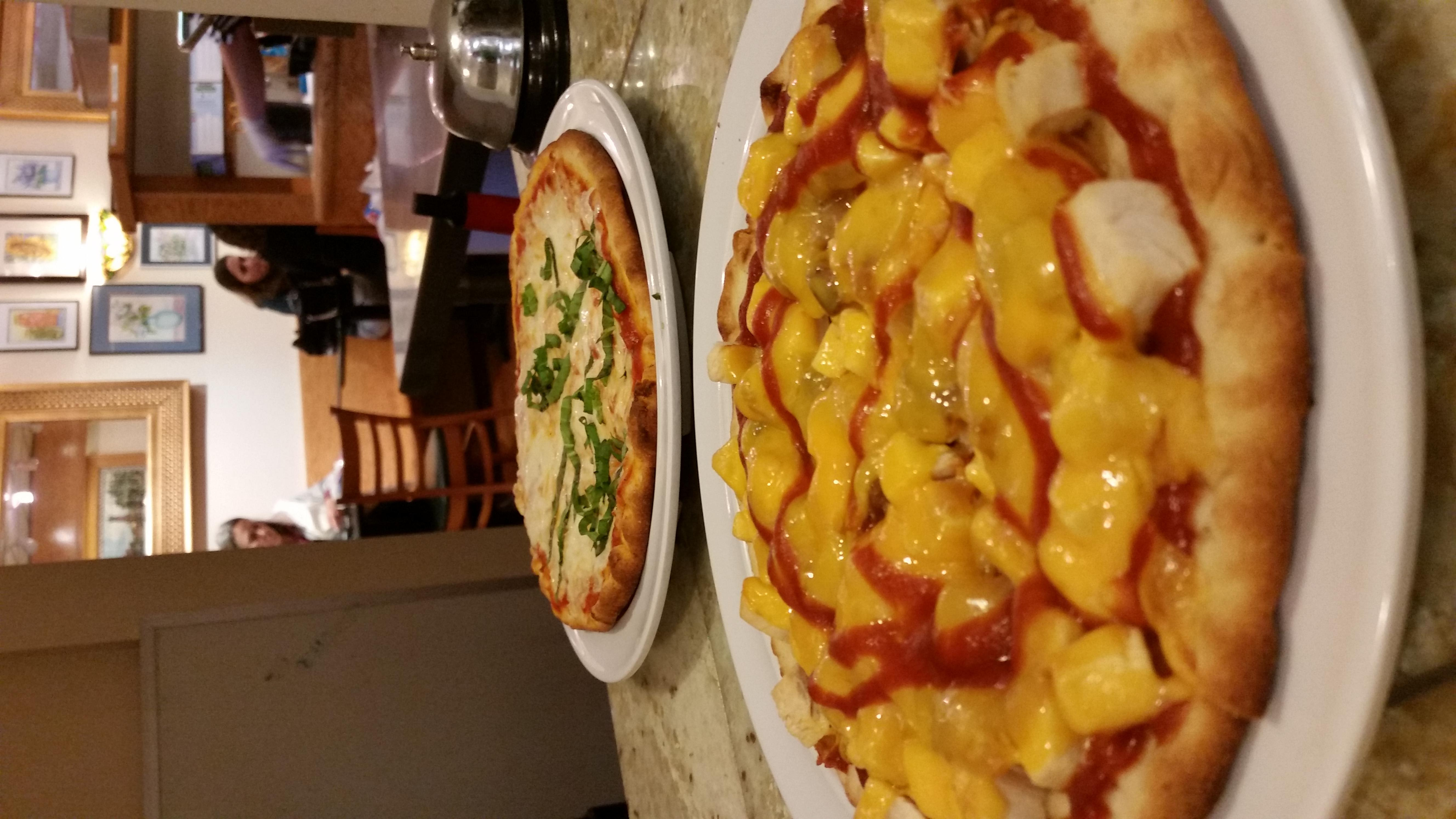 Margarita and BBQ Chicken Pizzette at South Street Creamery Cafe