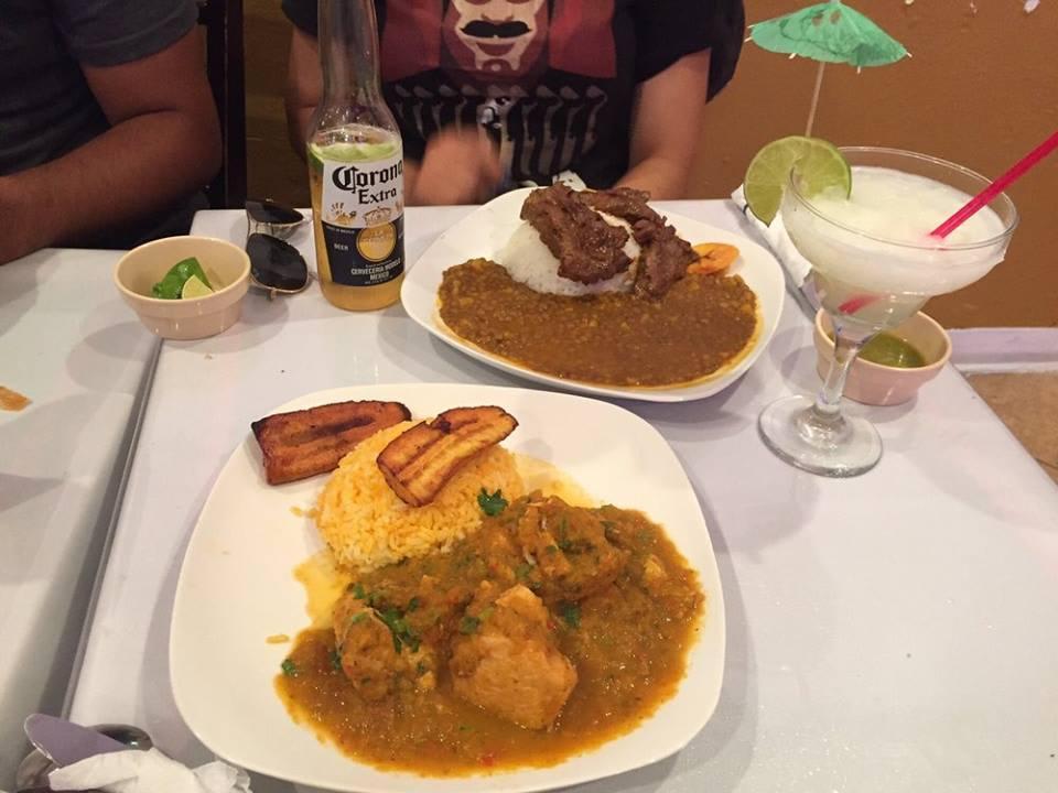 Seco de Gallina abajo y Arroz con Menestra Arriba at Cancun Ole